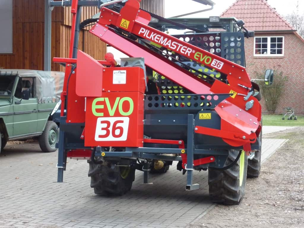PILKEMASTER® EVO 36 Sägespaltautomat am Traktor | Forsttechnik Könemann GmbH, 29643 Neuenkirchen